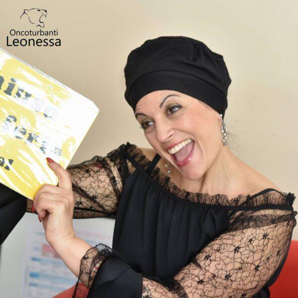 oncoturbanti-leonessa-bandane-turbanti-chemio-cancro-baschetto-americano-nero