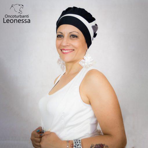 oncoturbanti-leonessa-bandane-turbanti-chemio-cancro-baschetto-francese-bianco-nero
